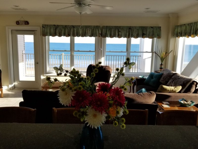 Hampton Beach - Ocean Front Condo with Best Views in Town, vacation rental in Rye Beach