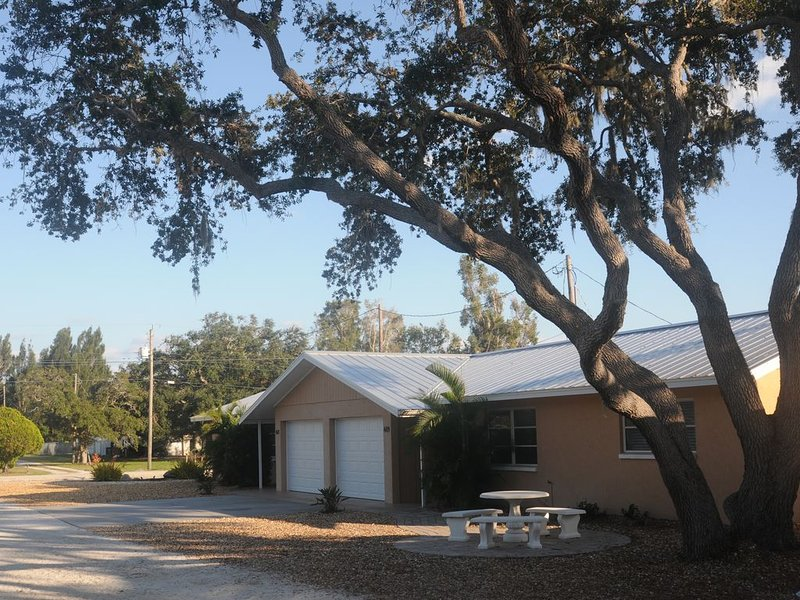 SHORE ACRES- Less than a mile to Nokomis Beach, holiday rental in Laurel