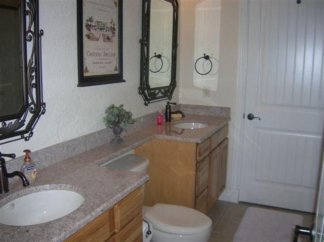 Baño principal con ducha y bañera de hidromasaje