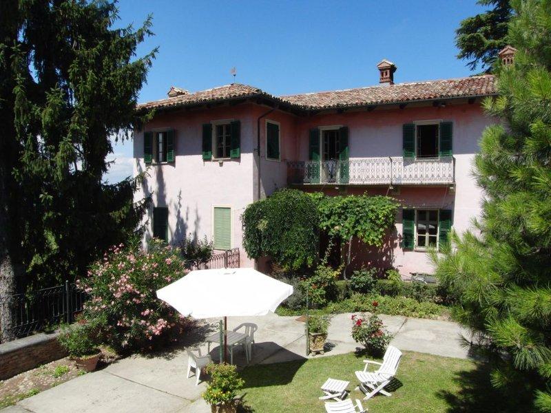 Collina di Alba in  Langhe-Roero: dimora storica- speciale promozione 7 notti, vacation rental in Montaldo Roero
