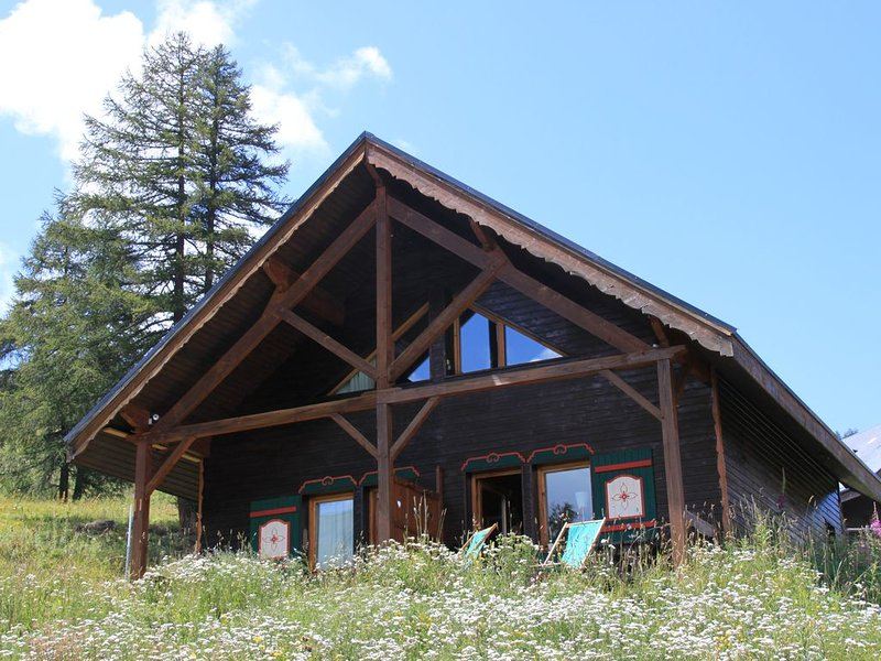 CHALET 6 SLEEPING IN THE SUN ON THE SLOPES OF FOREST RISOUL White, vacation rental in Risoul