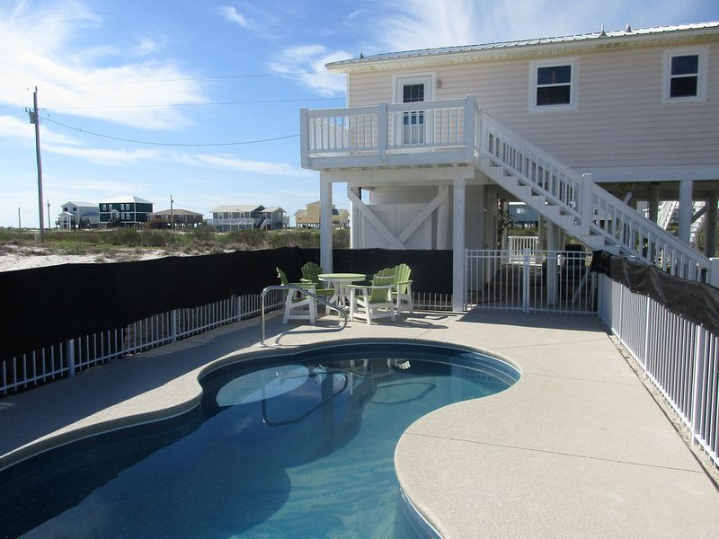 Gulf views, private pool, elevator., alquiler de vacaciones en Fort Morgan