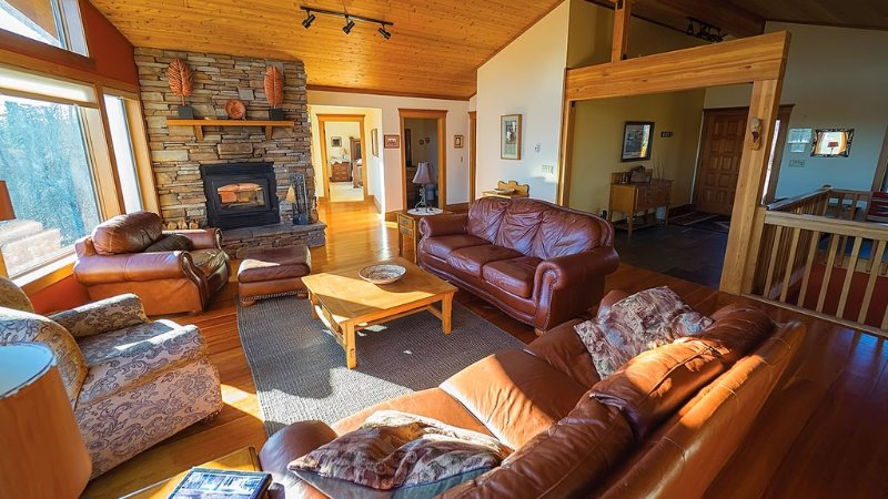 Grand Retreat-Spring Sale! 3 nites for the price of 2! April and May only, vacation rental in Lutsen