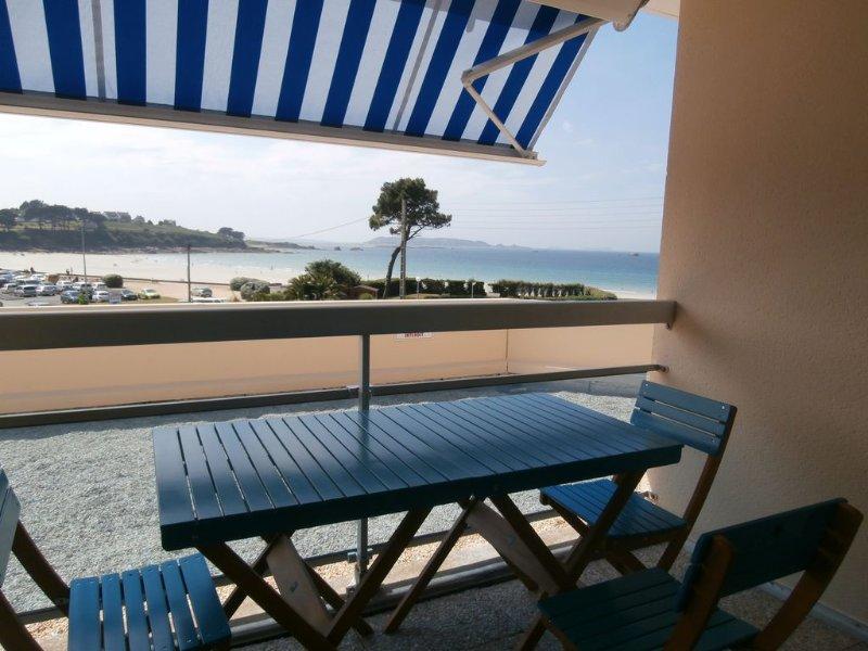 COTE DE GRANIT ROSE PLAGE DE TRESTEL STUDIO POUR  3 PERS + BEBE, 3 ETOILES, WIFI, holiday rental in Cotes-d'Armor