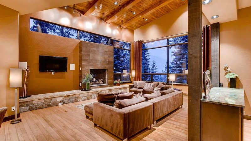 Baker House: Modern w/ Ski Access, Hot Tub, Pool Table, Shuttle, alquiler vacacional en Copper Mountain