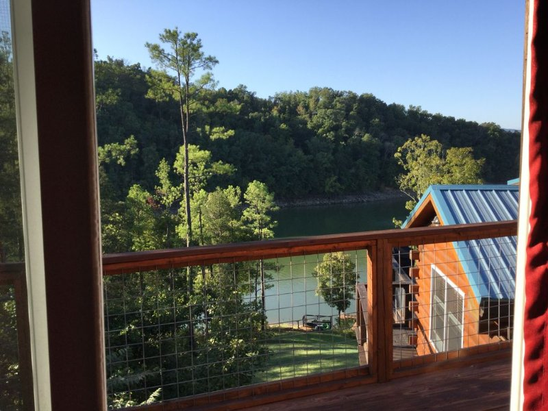 Waterfront Guest Apt on Lake Douglas, holiday rental in Dandridge