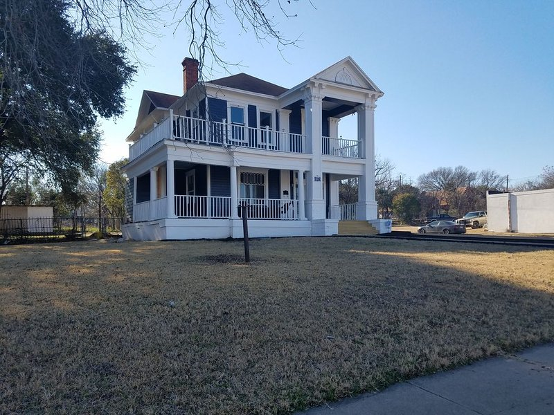 Built in 1900 Sanger Heights Area Home 1/2 block for Harp Design Co., location de vacances à Waco