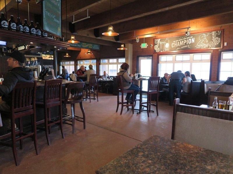 A l'intérieur Pelican Pub.