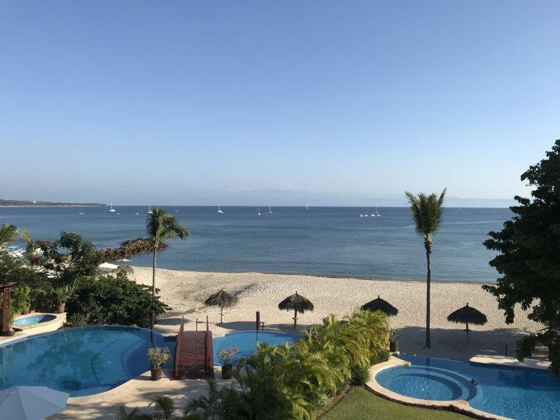 5 Star Beach Front Condo- Premier Member/Superb Cook/Housekeeper/Golf Cart, location de vacances à Punta de Mita