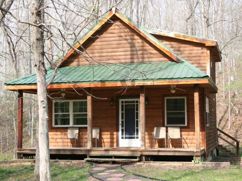 Cabin near Meramec River & Maramec Spring Park - Private Vacation Cabin, vacation rental in Steelville