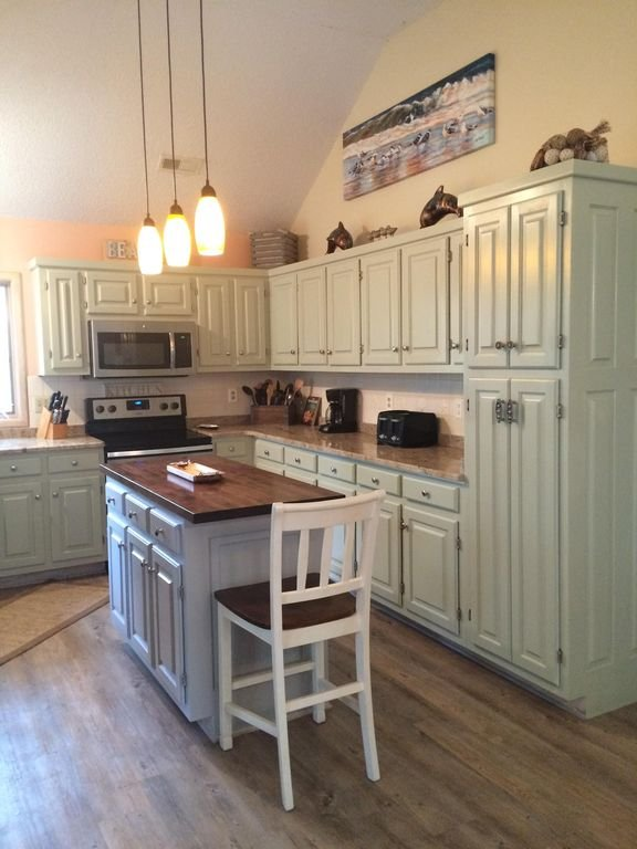 Newly renovated kitchen is a cook's dream!