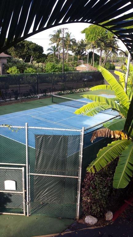 Cancha de tenis en la propiedad