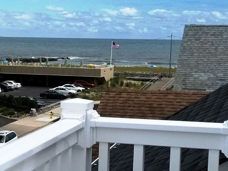 Beach/Ocean Views, Steps To Beach, 5 Min. Walk to Rides & Food, 2 Parking Spaces, aluguéis de temporada em Ocean City