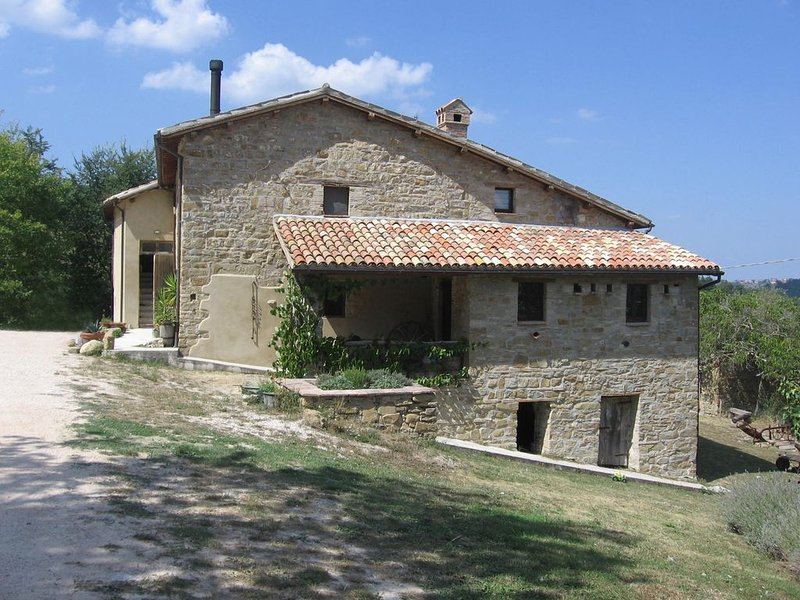 Farmhouse apartment in gorgeous peaceful setting. Rural bliss and a few mod cons, vacation rental in Fiastra