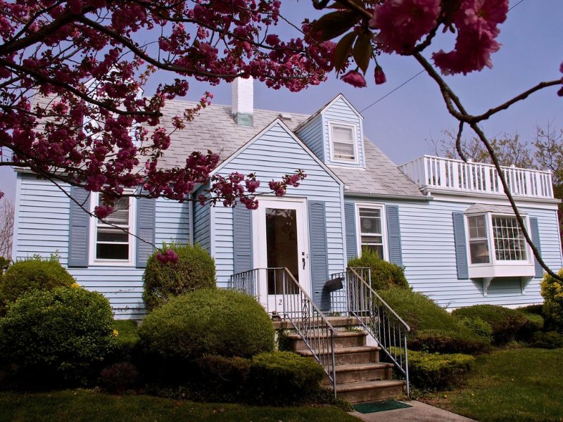 Heart of Cape May Historic Area! 2 min walk to ocean-spacious house w/driveway, holiday rental in Cape May