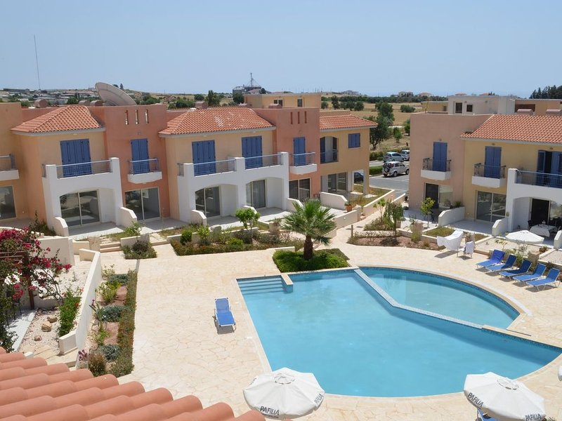 Luxury Apartment in Anarita, Cyprus with views of the sea & unspoilt countryside, vacation rental in Episkopi
