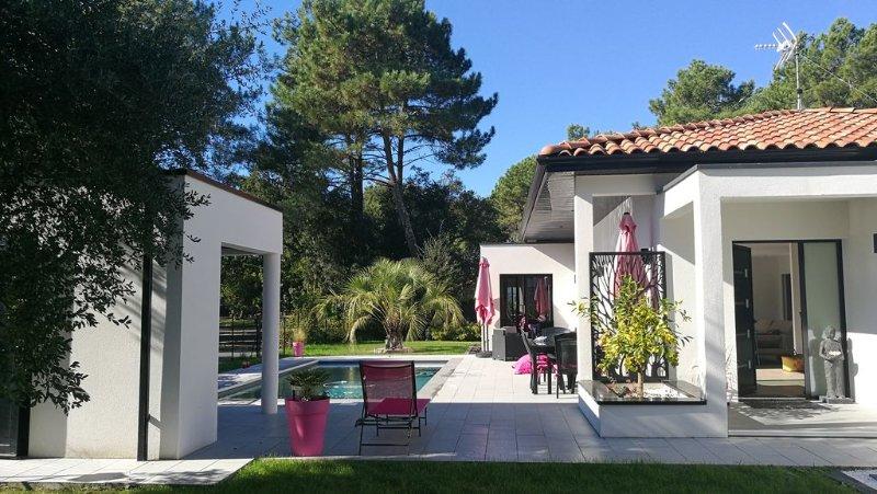 Villa contemporaine dans un écrin de verdure, alquiler de vacaciones en Landes