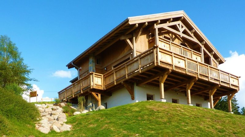The new chalet Gerardmer Top Meix, panoramic view, wifi, sauna, south, near tra, alquiler de vacaciones en Gerardmer