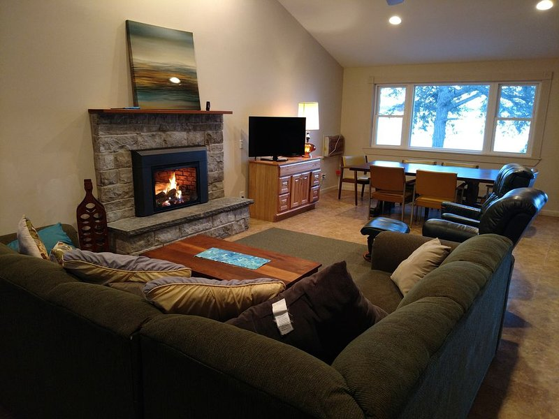 Serenity Zen House on Seneca Lake, vacation rental in Romulus
