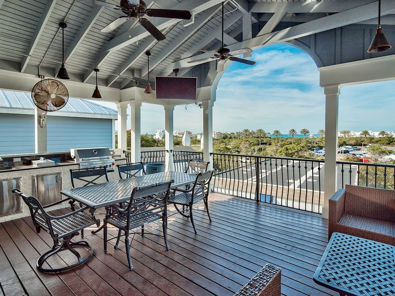 2 Master Bedrooms, Large Upper Deck Kitchen with an Ocean View and 4 Bikes, holiday rental in Seacrest Beach
