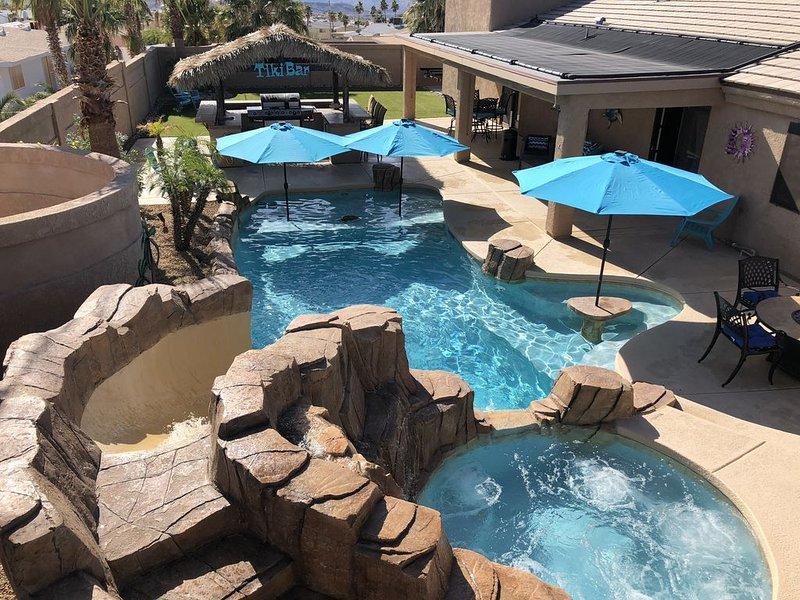 ~Lake Havasu Paradise~Solar Heated Pool, Hot Tub, Tiki Bar, Nearly New Furniture, casa vacanza a Lake Havasu City