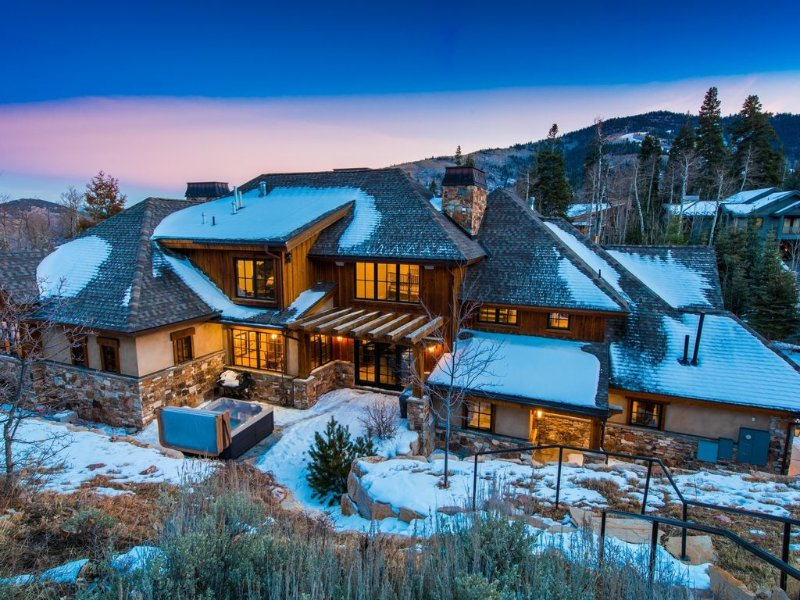 Hot tub in a secluded back yard. Ski-in/ski-out steps right out the door!