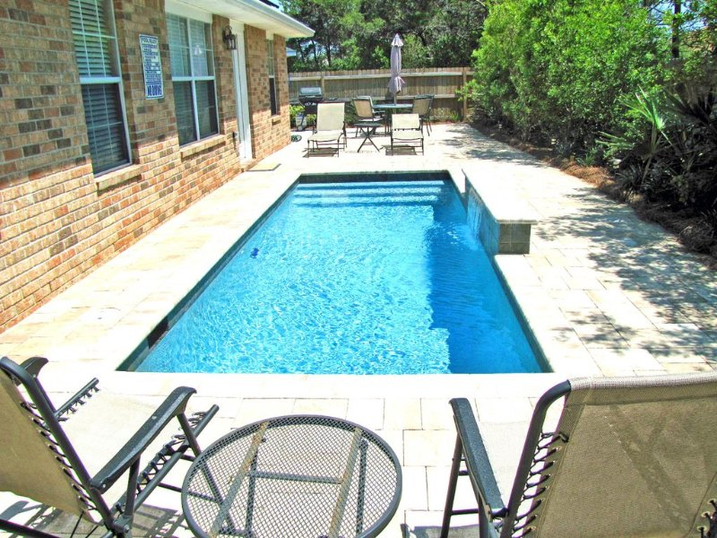 Paradise Reef*Private Pool! Walk to the Beach! Sleeps 10! Nicely upgraded!, vacation rental in Destin