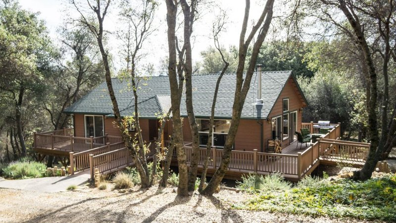 BEAUTIFUL CUSTOM CABIN ON 2O ACRES, casa vacanza a North Fork