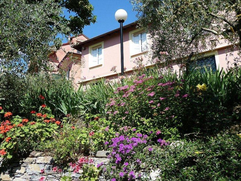 Casa Oleandro A, rimborso completo con voucher*: Una elegante ed accogliente cas, vakantiewoning in Mezzanego