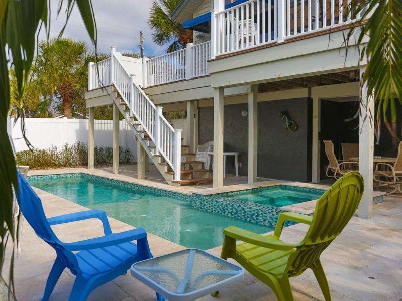 Large Beach House in Historic Pass-a-Grille. Short Walk to Downtown. Private Poo, holiday rental in St. Pete Beach