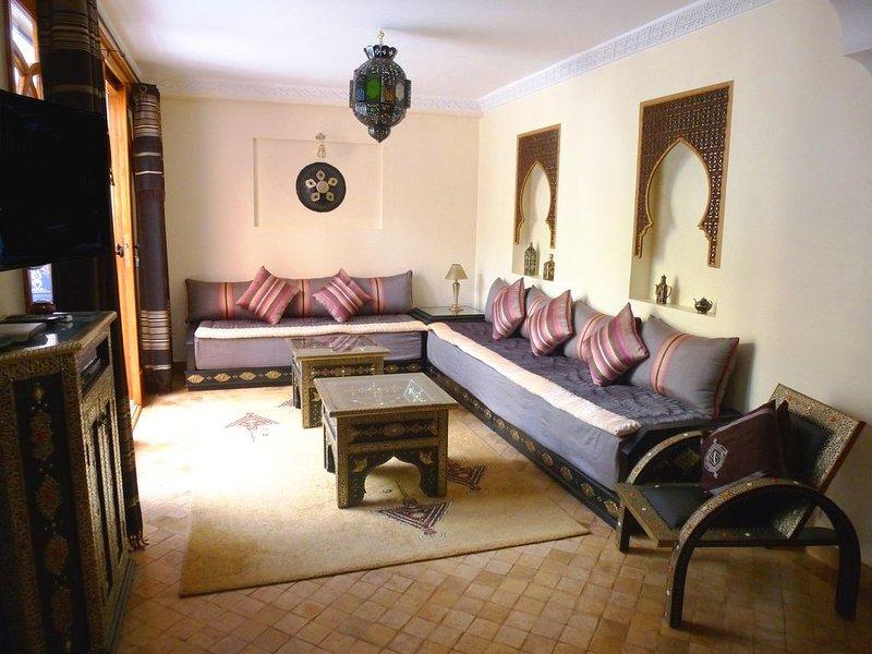 BEAUTIFUL VILLA BERBERE, Patios Raised, Fountains and Solarium, location de vacances à Agadir