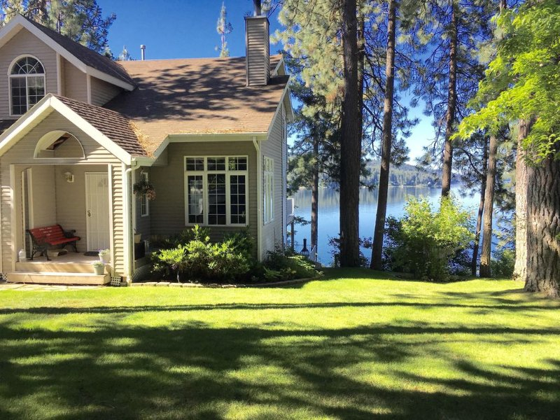 Live and Play on the Lake with all the toys!, holiday rental in Harrison