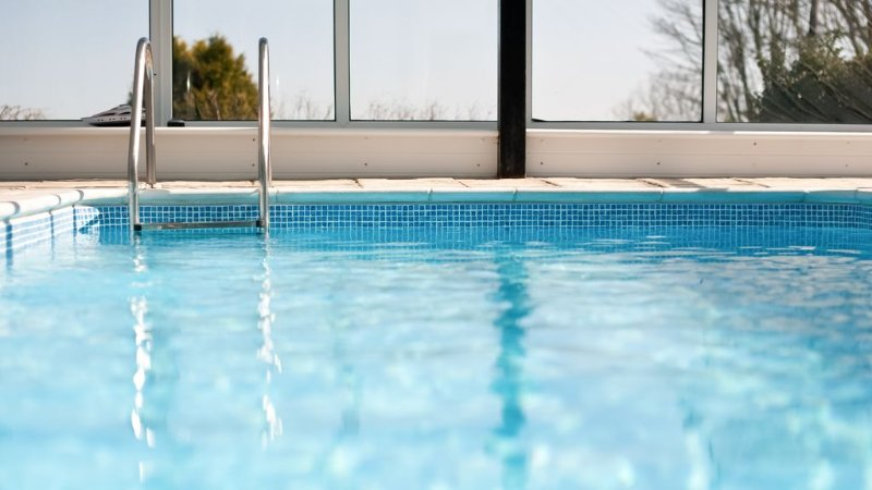 Holiday Cottage with Private Indoor Swimming Pool & Off-Road Car Parking, location de vacances à St. Ives