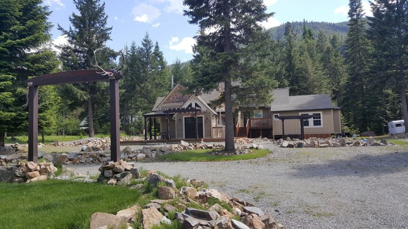 NW Montana Paradise * Comfortable * Cozy * Relaxing * Outdoor Adventure, vacation rental in Thompson Falls
