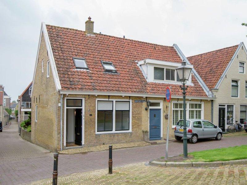 Beautiful house in the center of Harlingen, vacation rental in Makkum