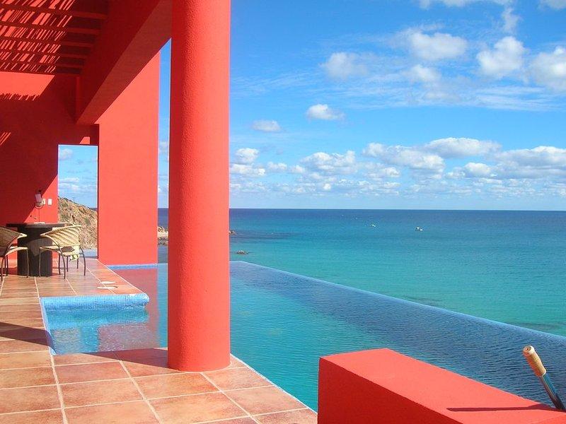 The Red House - Quiet, Romantic Getaway, holiday rental in El Cardonal