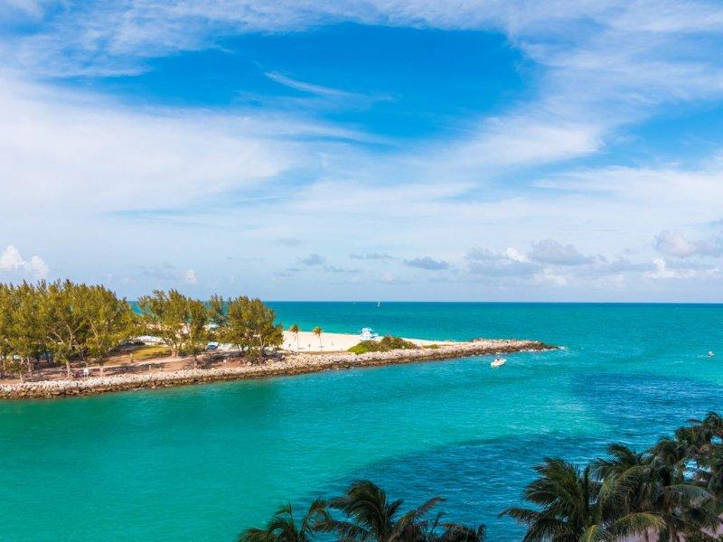 Ritz Carlton Hotel at Bal Harbour FL, 1147 square foot luxury condo. Sleeps 4., holiday rental in Bay Harbor Islands
