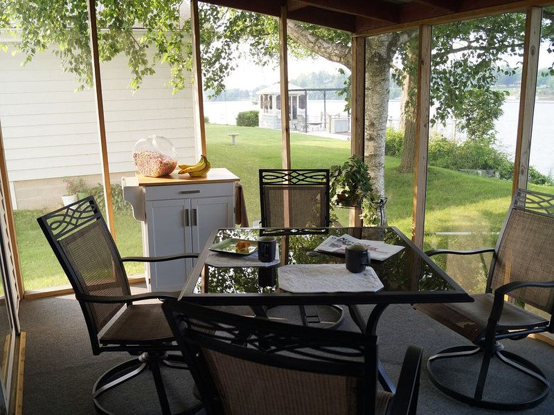 New Unlimited High Speed Internet near the Little Brown Church!!, vacation rental in Iowa