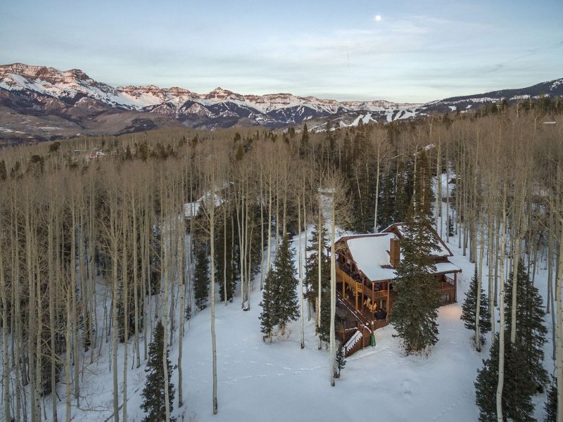 Private log home just 1 mile from Mountain Village Blvd. entrance., Ferienwohnung in Telluride