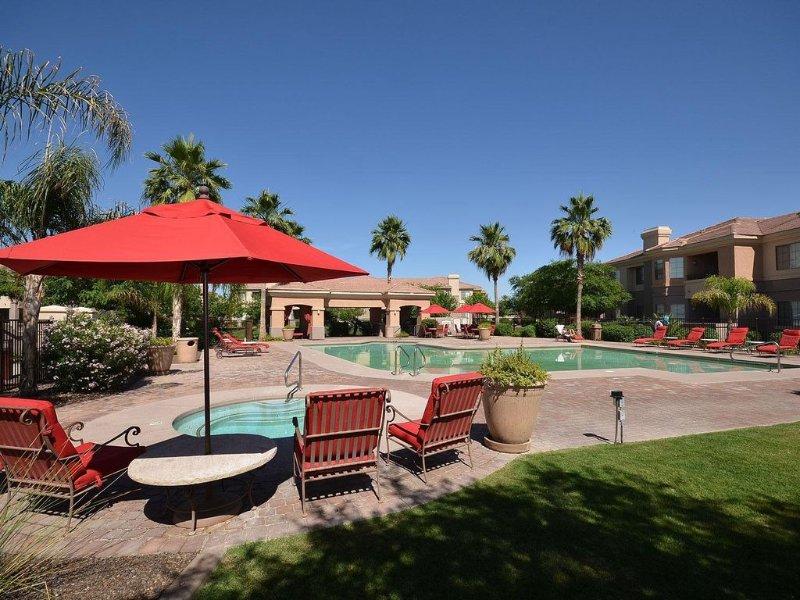 Mesa Luxury Resort Condo - 2 Pools - Hot Tub - Gym - Grills - Business Centre, vacation rental in Mesa