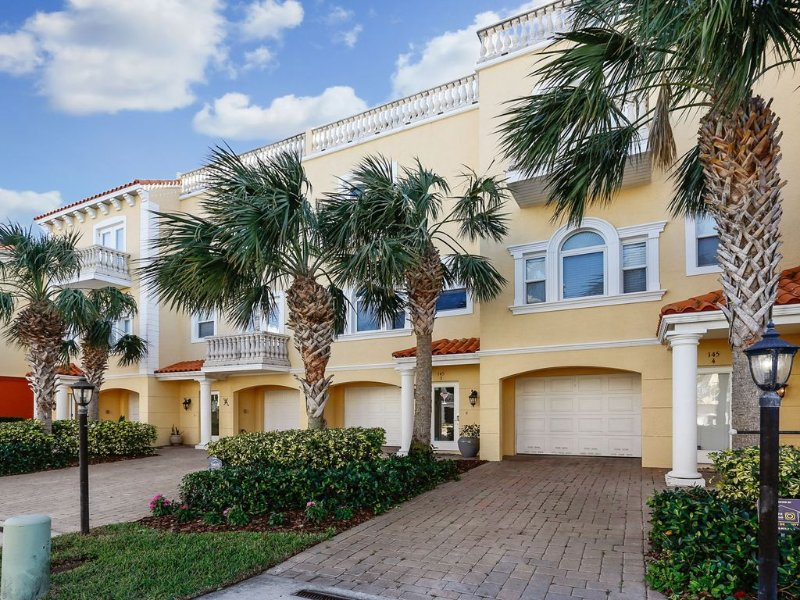 Waterfront Townhome on Brightwater Drive, vacation rental in Clearwater