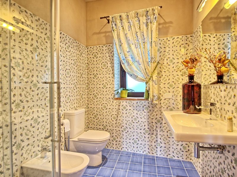 Bathroom with shower in Apt. Pero (150 mt. away from the main house)