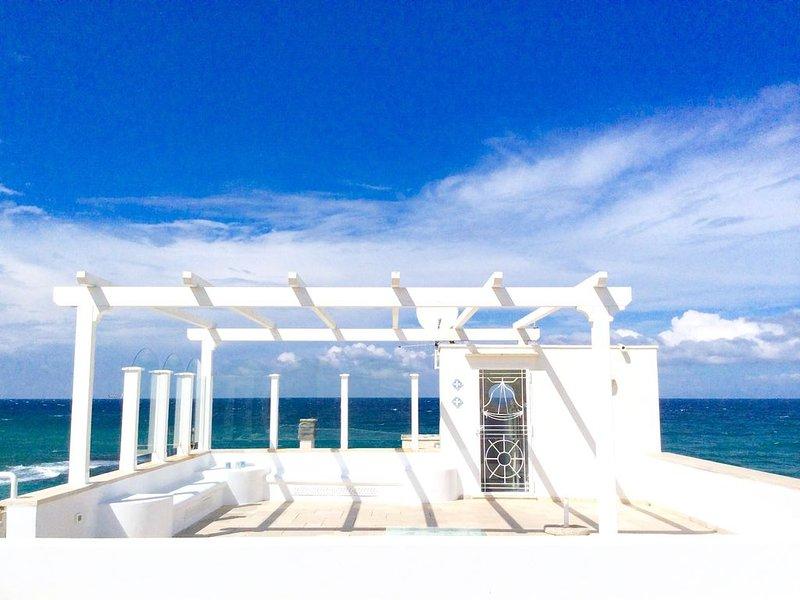 Exklusive und bezaubernde Dachterrassenwohnung direkt am Strand, 4 Personen, casa vacanza a Costa Merlata
