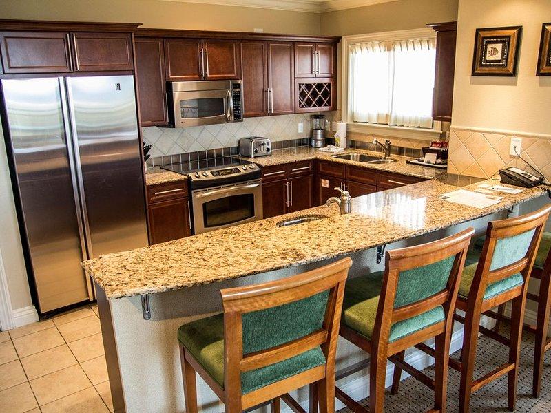 REMODELED High Floor-Large 3 bedroom/3 full bath corner unit, holiday rental in Niceville