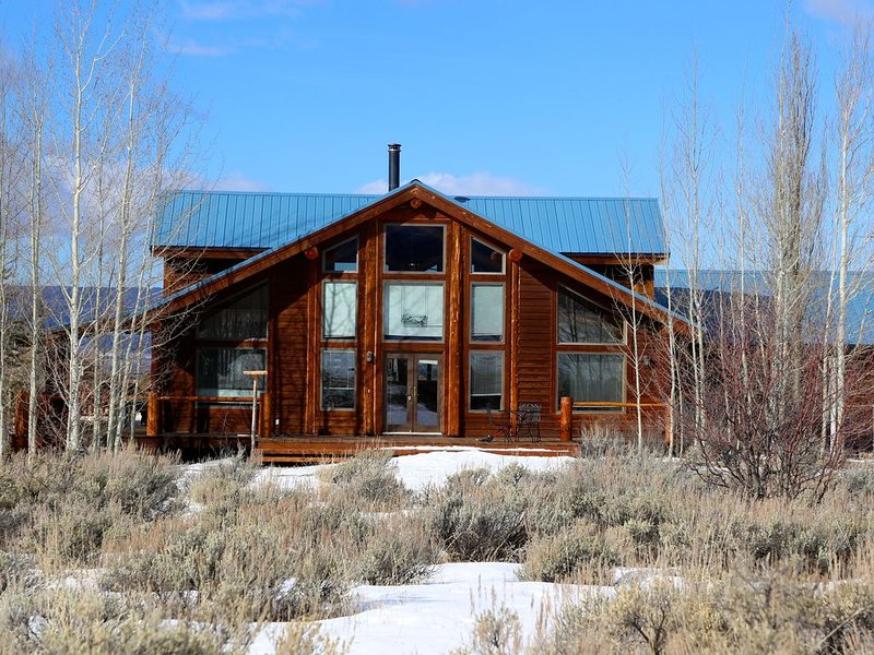 Magpie Meadows - Your Mountain Log Home Away from Home!, holiday rental in Driggs