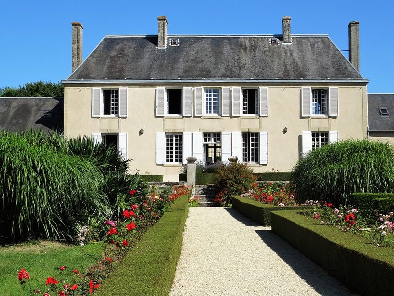 Authentic Normandy Manor between Bayeux & the D-Day beaches, vacation rental in Commes
