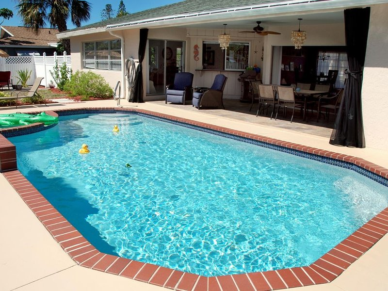 Newly Renovated Home For 6-8 With South-Facing Heated Pool, holiday rental in Naples