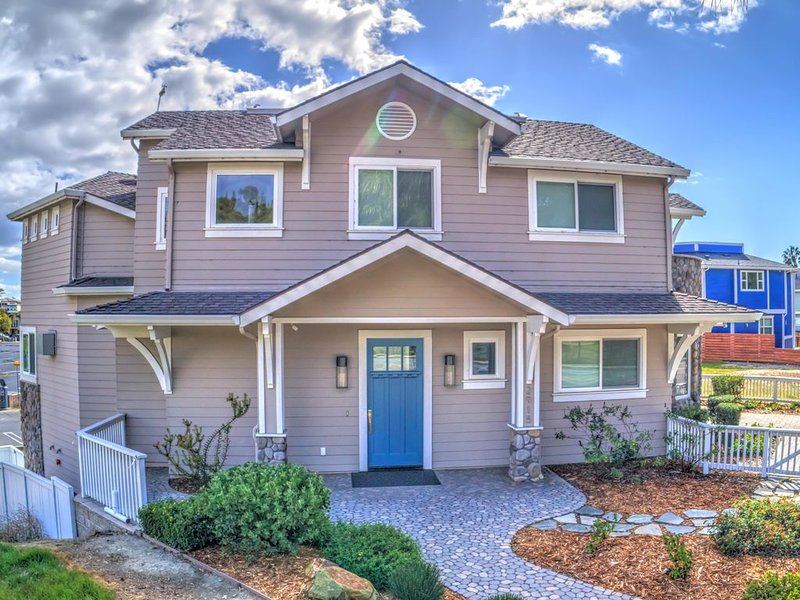 BEACH DREAMER  ~ 3 Master Suites ~ 3 Decks w OCEAN VIEWS ~ Sleeps 13, holiday rental in Avila Beach