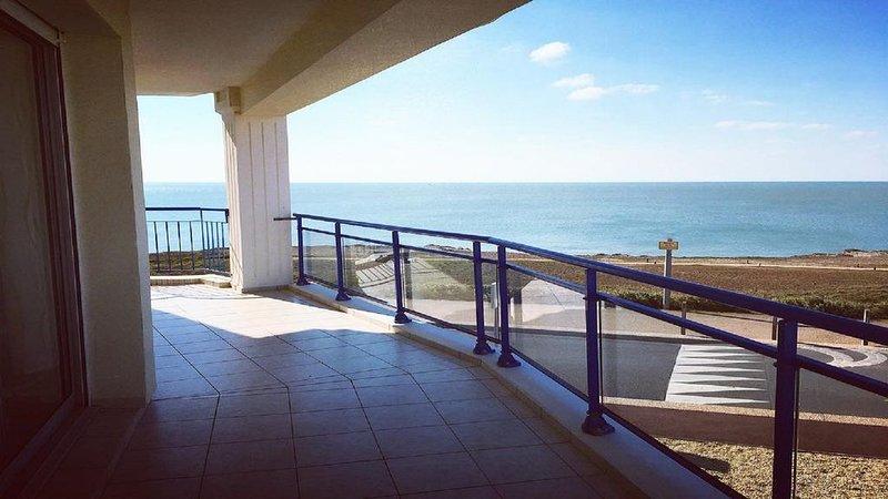 Spacieux T3 avec terrasse face mer wifi ascenseur 4-5 personnes, alquiler vacacional en Vendee