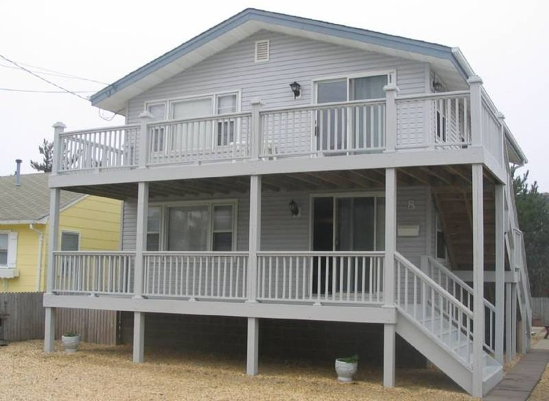 6 homes from the beach! Newly remodeled bathrooms 2019! sleeps six! ( or more), holiday rental in Long Beach Township